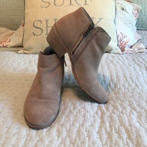 Sam Edelman Taupe Suede Booties size 6m